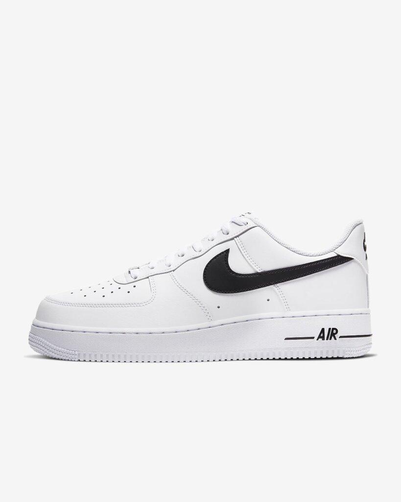 """Tên phiên âm chuẩn của """"Nike"""" phải là """"Nai-key"""" chứ chẳng hề """"Naik"""" đâu những bạn nhé!"""