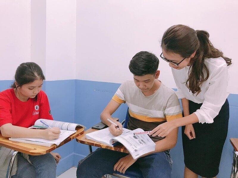 Trợ giảng tiếng Anh là gì