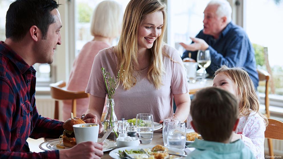 Vận dụng đoạn hội thoại chúc ngon miệng bằng tiếng Anh trong bữa ăn