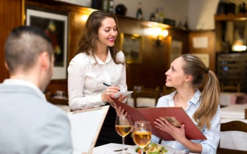 Mẫu câu giao tiếp tiếng Anh nhà hàng cho khách gọi món ăn